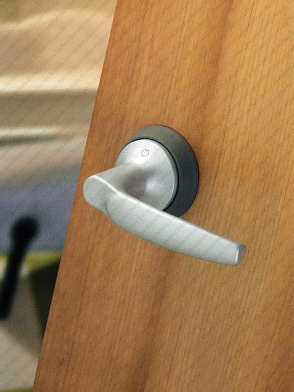 Batista Gomes - F.HCS.A1530 Série Atlanta - Sistema compacto fechadura e puxador para portas de madeira