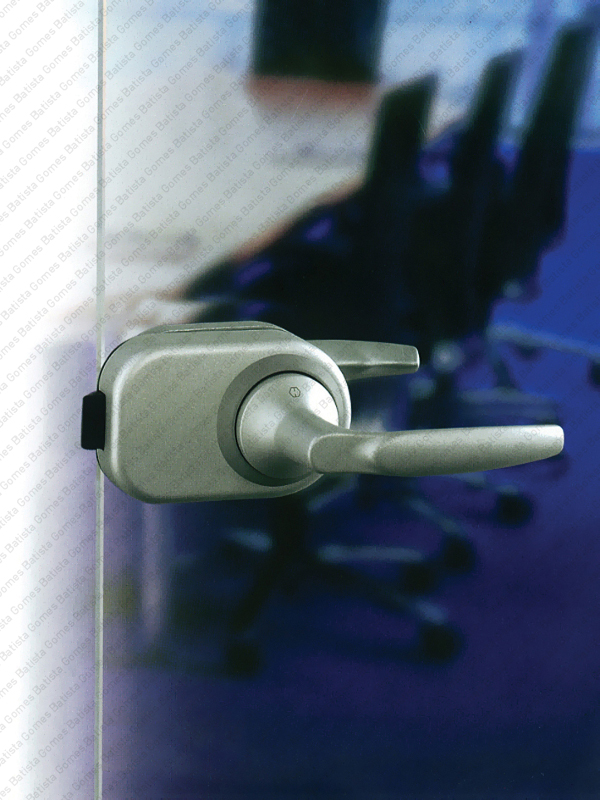 Batista Gomes - F.HCS.GD.A1530 Série Atlanta - Sistema compacto fechadura e puxador para portas de vidro