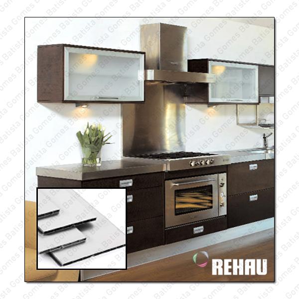 Batista Gomes - R.200 - Rodapé plástico com revestimento a alumínio ou melamina para móveis de cozinha